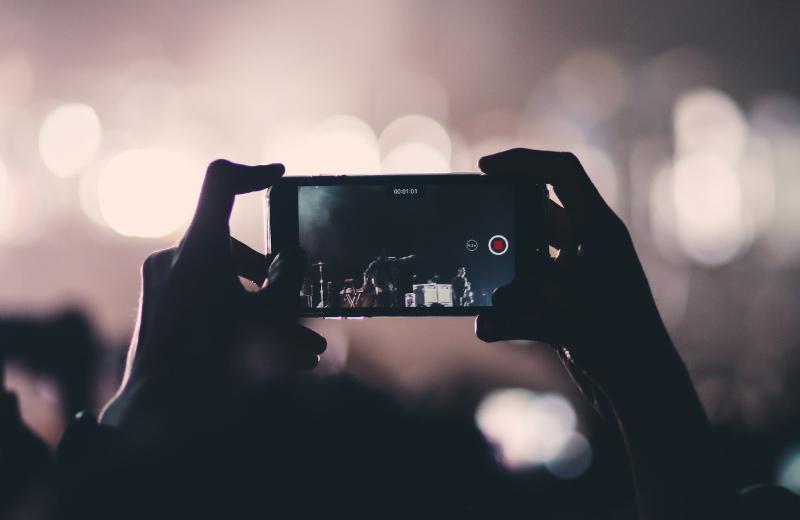 写真アプリに保存している動画のサムネイルを変更する方法